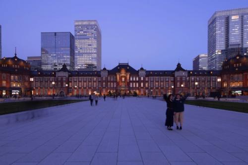 駅前広場から赤レンガ駅舎を見る(写真:安川 千秋)