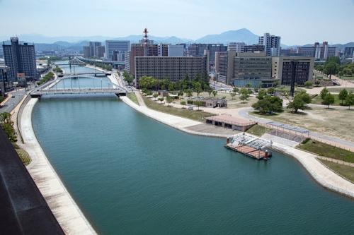 連続化した水辺の遊歩道。下流側の様子(写真:イクマ サトシ)