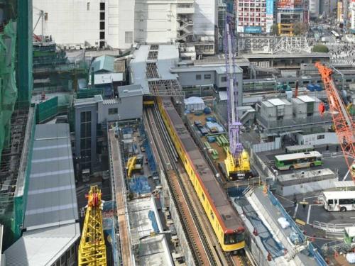 移設工事が進む銀座線渋谷駅。写真上側が現ホームの位置。今年2月に撮影(写真:日経コンストラクション)