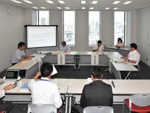 「宅地利用に供する高規格堤防の整備に関する検討会」の初会合の様子(写真:日経コンストラクション)