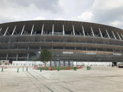 新国立競技場の南側川外観(午前11時39分撮影)