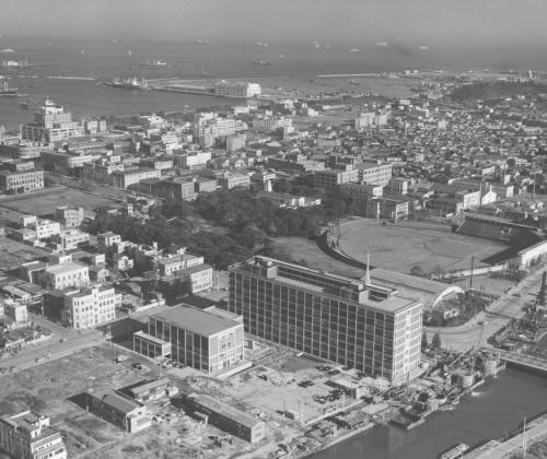 1959年に竣工した横浜市庁舎。指名設計競技で選ばれた村野・森建築事務所が設計を手掛けた(写真:横浜市)