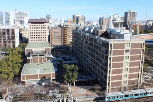 横浜市庁舎の現況。JR関内駅の北側に立つ。現在の建物は事業者に譲渡する(写真:横浜市)
