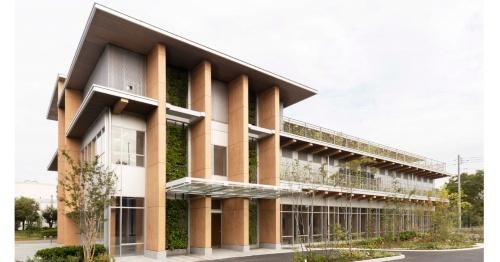 住友林業が筑波研究所内に新設した新研究棟(写真:住友林業)