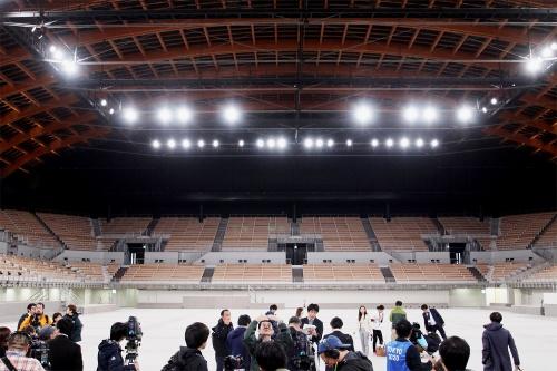 報道陣に公開された有明体操競技場の内部(写真:日経アーキテクチュア)