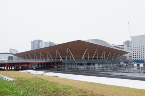 競技場を西側から見る(写真:吉田 誠)