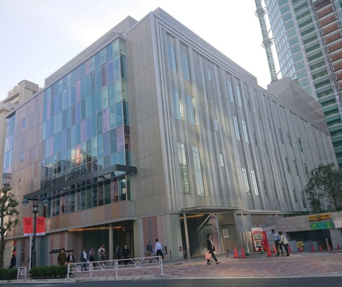 「LINE CUBE SHIBUYA」(渋谷公会堂)の外観(写真:日経アーキテクチュア)