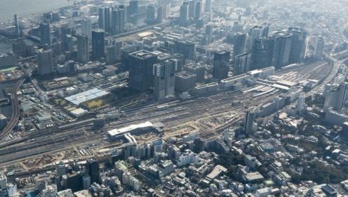 開業準備が進む高輪ゲートウェイ駅。西側上空から見下ろす。2019年11月に撮影。写真右に見えるのが品川駅(写真:ITイメージング)