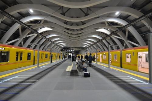 2020年1月3日午前5時1分の始発列車から供用開始した東京メトロ銀座線渋谷駅の新駅舎ホーム(写真:日経アーキテクチュア)