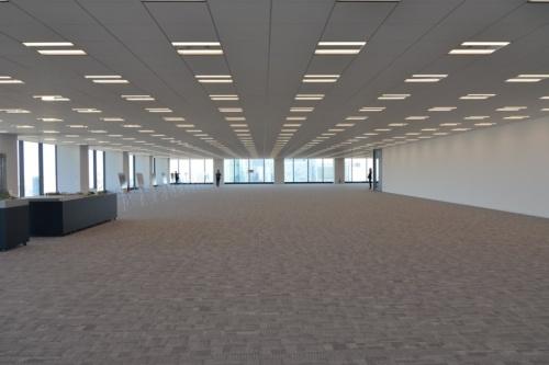 地上32階のオフィス内観(写真:日経アーキテクチュア)