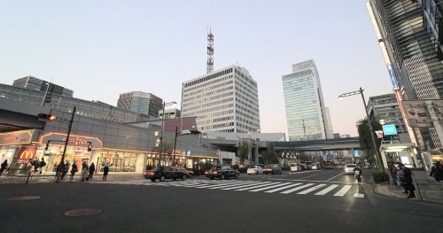 KK線の西銀座JCT付近。右に延びる高架橋は京橋JCTにつながる。2018年に撮影(写真:日経コンストラクション)