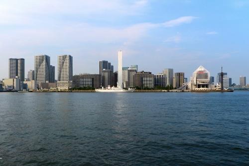 海側からHARUMI FLAG方向(写真中央)を見る。三方が海に面する約13haの土地に人口約1万2000人の街をつくる計画を掲げる。以下、特記以外は20年7月撮影(写真:日経クロステック)