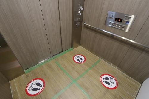 ららぽーと豊洲3のエレベーター内(写真:日経クロステック)