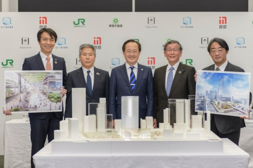 東工大の益一哉学長(中央)およびNTT都市開発、鹿島、JR東日本、東急不動産の各社幹部がそろった(写真:NTT都市開発、鹿島、JR東日本、東急不動産)