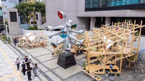 ストリート ガーデン シアターの全体像。岡本太郎の作品「こどもの樹」を取り囲むようにパビリオンを設置した(写真:北山 宏一)