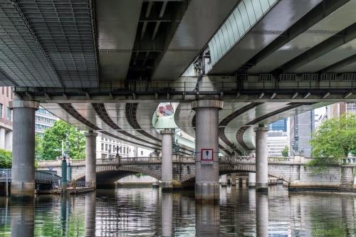 日本橋の上空に架かる首都高速道路(写真:大上 祐史)