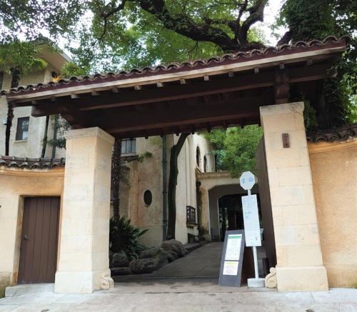 kudan houseの重厚な門(写真:日経クロステック)