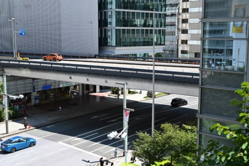 新京橋連結路は東京高速道路(写真の高架道路)のほぼ真下に整備する(写真:日経クロステック)