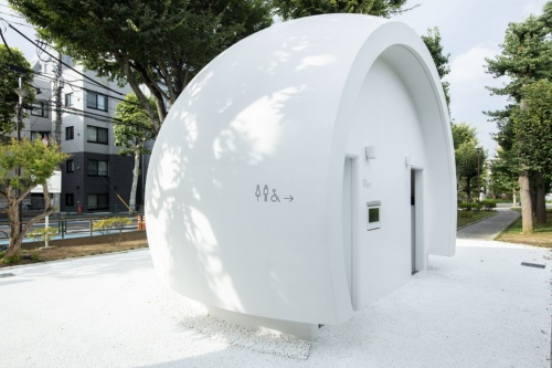 東京都渋谷区の幡ケ谷で供用を開始した「七号通り公園トイレ」(写真:永禮 賢、提供:日本財団)