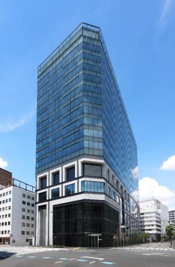 日本橋兜町で竣工した大型複合施設「KABUTO ONE」の外観(写真:平和不動産、山種不動産、ちばぎん証券)
