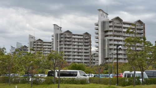 南芦屋浜の北側にある南芦屋浜団地の高層住宅(写真:日経コンストラクション)