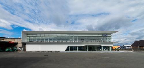 テラル本社事務所棟の南側外観(写真:小林 浩志)