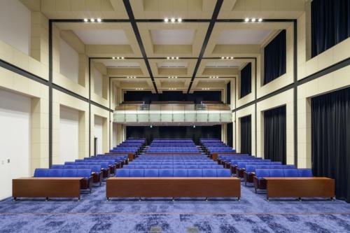 2層分をつなげて設けた大ホール(写真:近畿産業信用組合)