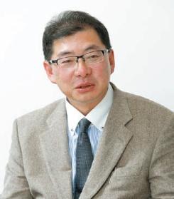 足立 剛|Tsuyoshi Adachi 1972年生まれ。2015年青山都市建設代表取締役就任。二級建築士、宅地建物取引主任士。現在、JBN連携団体ちば木造ネットワ-ク理事、JBN中大規模木造委員会委員などを務める(写真:大久保 惠造)