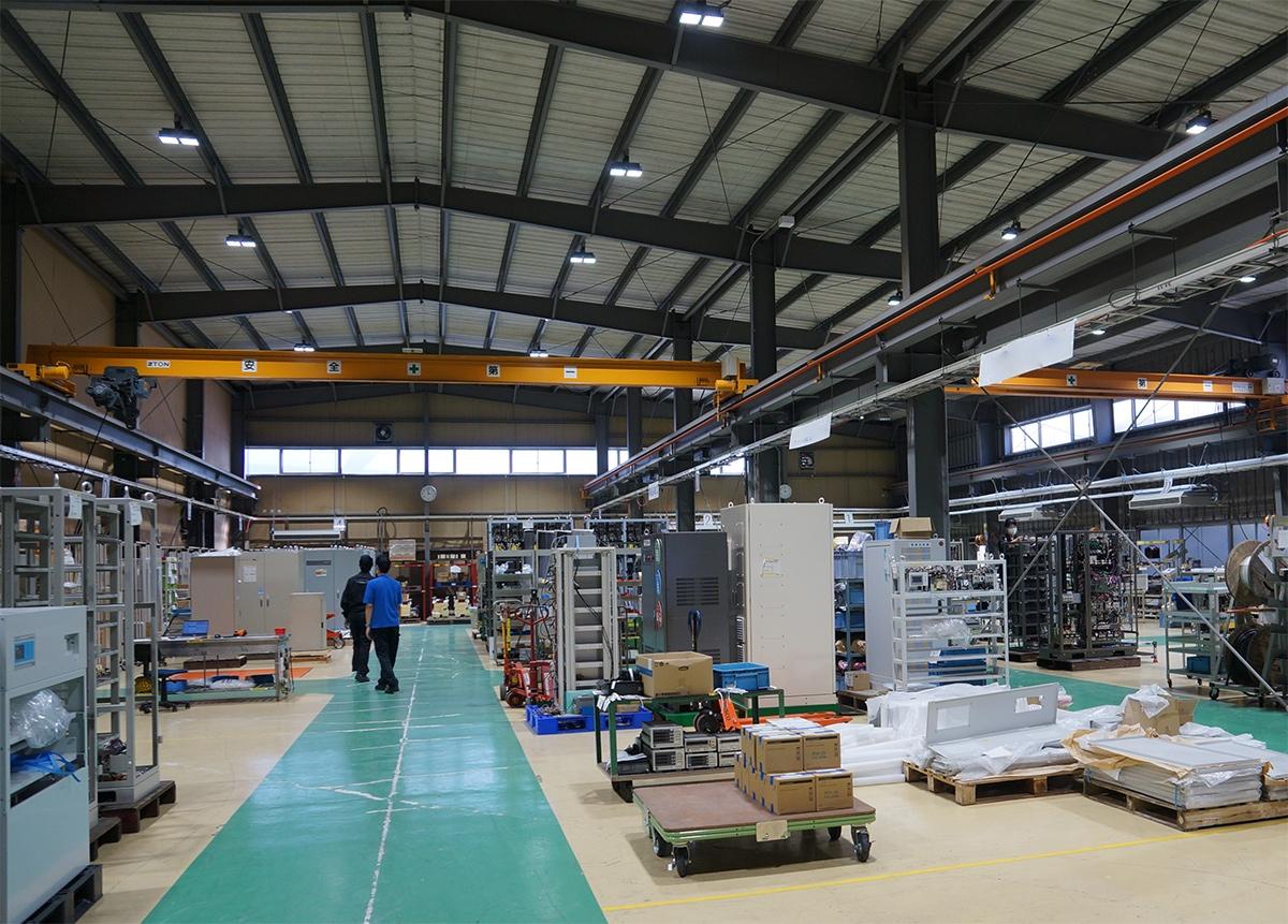 工場の内部。改修工事では工場内の空調設備も一新した(写真:守山 久子)