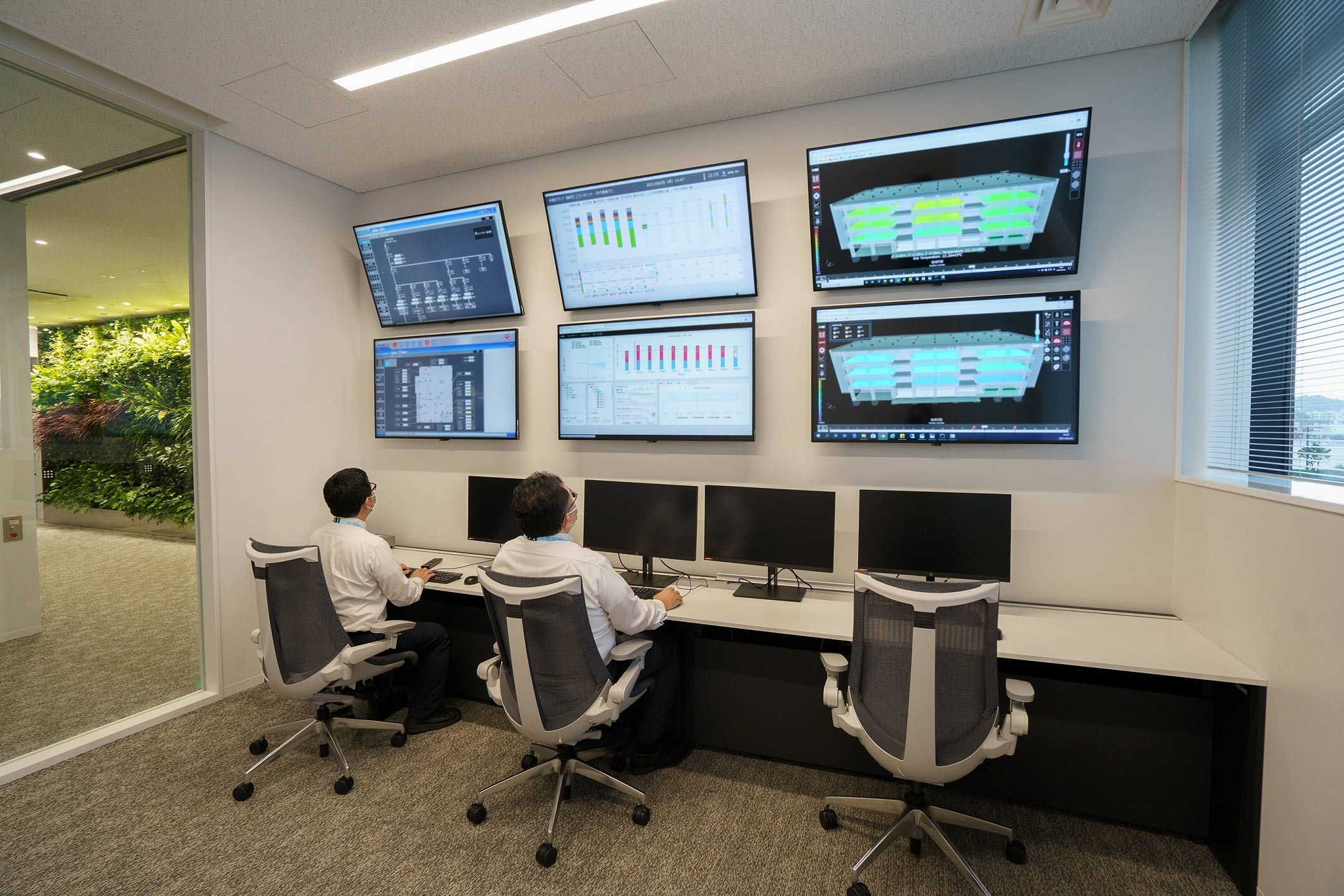 4階のオペレーションセンター。330個のセンサーからデータを取得し、消費エネルギー量や室内の快適性を予測。空調や照明などの稼働を最適化する(写真:三菱電機)
