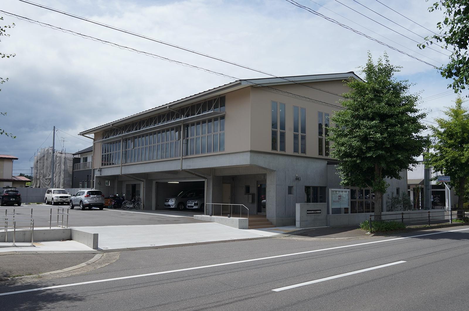 福島県須賀川土木事務所の南東側外観(写真:守山 久子)