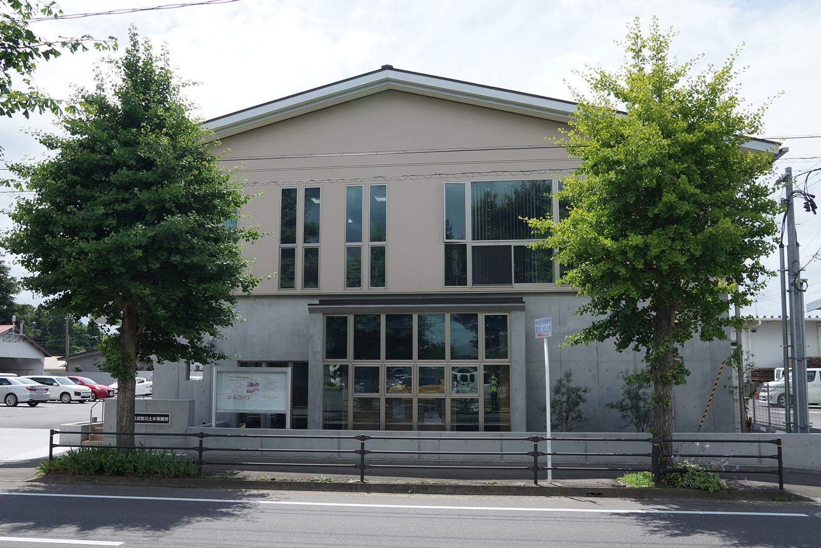 福島県須賀川土木事務所の東側外観(写真:守山 久子)