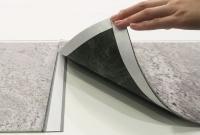 シート状で施工しやすい「101ClassArtStone」(資料:凸版印刷)