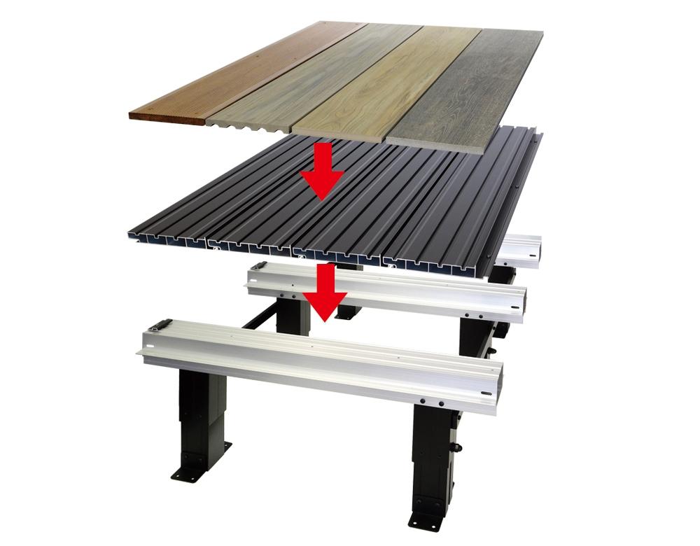 下地の上にアルミベースを設置し、選んだ面材を並べて固定する(資料:セイキ総業)