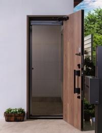 玄関ドアに取り付けた片引きタイプの施工例(資料:三協立山)