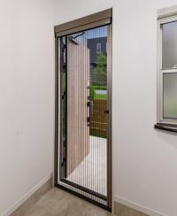 室内側から見た片引きタイプの施工例(資料:三協立山)
