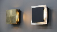 照明。左が真鍮タイプ、右が錫タイプ(資料:三協立山)