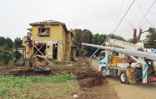 2019年10月の台風19号に伴って発生した竜巻で被災した千葉県市原市の住宅(写真:日経ホームビルダー)