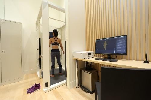 アシックスは旗艦店に3D計測ツールを積極的に展示する