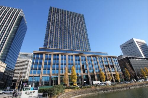皇居側(西側)から見た全景。新築された丸の内二重橋ビルの中に東京會舘新本舘はある(写真:日経アーキテクチュア)