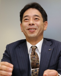 MaaSに向けたタイヤの開発方針を語る東中副社長(撮影:日経 xTECH)