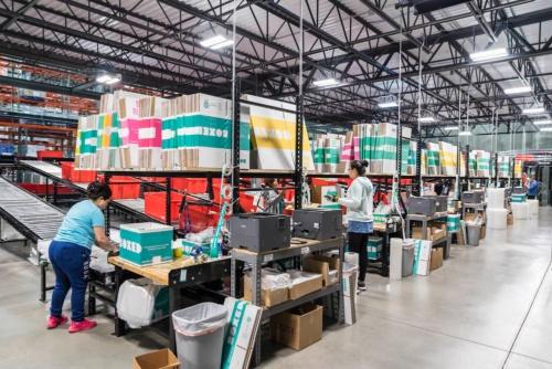 全米に4カ所のフルフィルメントセンターを置く。自動化やロボットなどの技術開発にも積極的に投資する