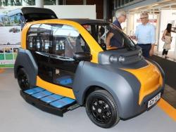 世界各地で電池交換式EVが登場している。写真はドイツの企業連合が開発した小型の4輪EV(撮影:日経 xTECH)