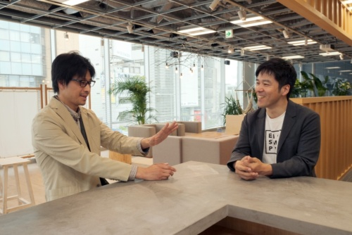 THE BRIDGE代表の平野武士氏(左)とPR TIMES社長の山口拓己氏(右)
