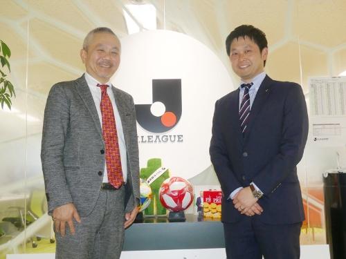 Jリーグメディアプロモーション 代表取締役社長の出井宏明氏(左)と同社 映像事業部 部長の岩貞和明氏(右)。出井氏はJリーグデジタルの代表取締役社長も務める。