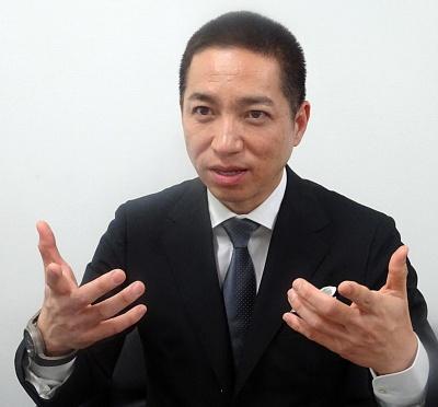 インタビューに答えるJDI常務執行役員の伊藤嘉明氏