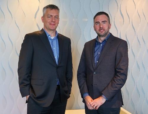 米マイクロソフトのロブ・レファーツ セキュリティー担当コーポーレートバイスプレジデント(左)