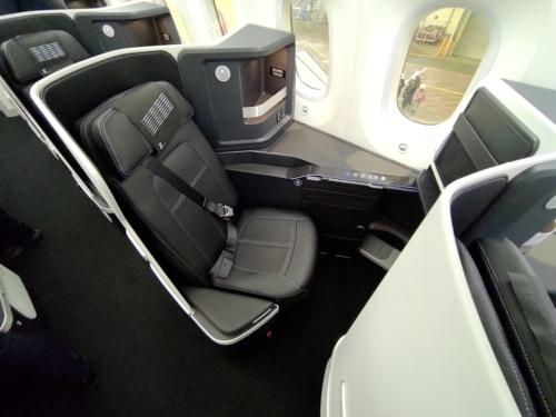 ZIPAIRのボーイング787型機の機内。LCCでは異例となるフルフラットの座席も用意している