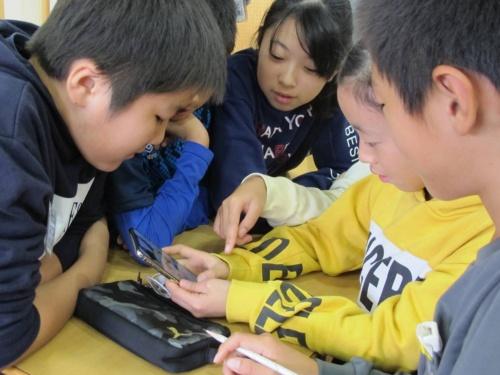 VTube作成に取り組む生徒