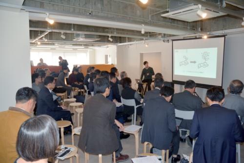 2019年12月15日に開催したピッチイベント「Construction-Tech Startup Conference」の様子。地域建設業新未来研究会の会員企業である西田工業(京都府福知山市)が企画した。1社に割り当てられた時間は、プレゼンテーションと質疑応答で5分間ずつ(写真:日経コンストラクション)